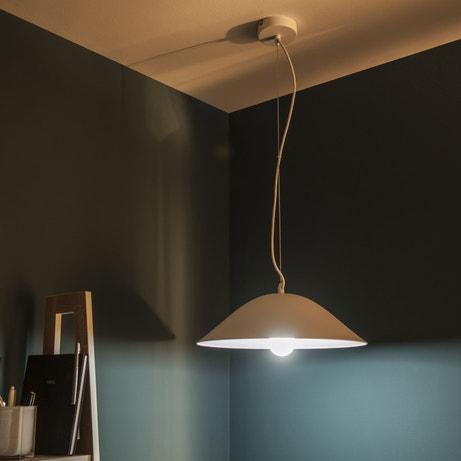 De la modernité dans votre maison avec une suspension en métal blanc