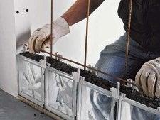 comment monter un mur de briques de verre en pose. Black Bedroom Furniture Sets. Home Design Ideas
