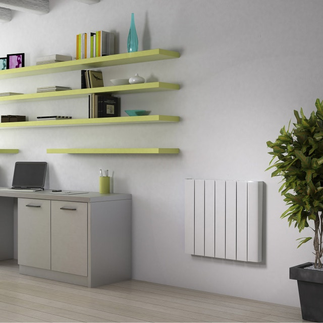 un radiateur sobre en dessous d une fen tre leroy merlin. Black Bedroom Furniture Sets. Home Design Ideas