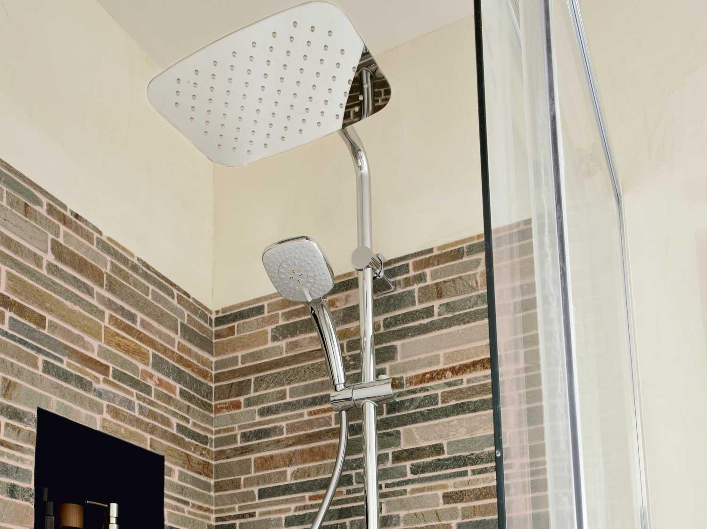 colonne de douche hydromassante avec robinetterie blanc. Black Bedroom Furniture Sets. Home Design Ideas