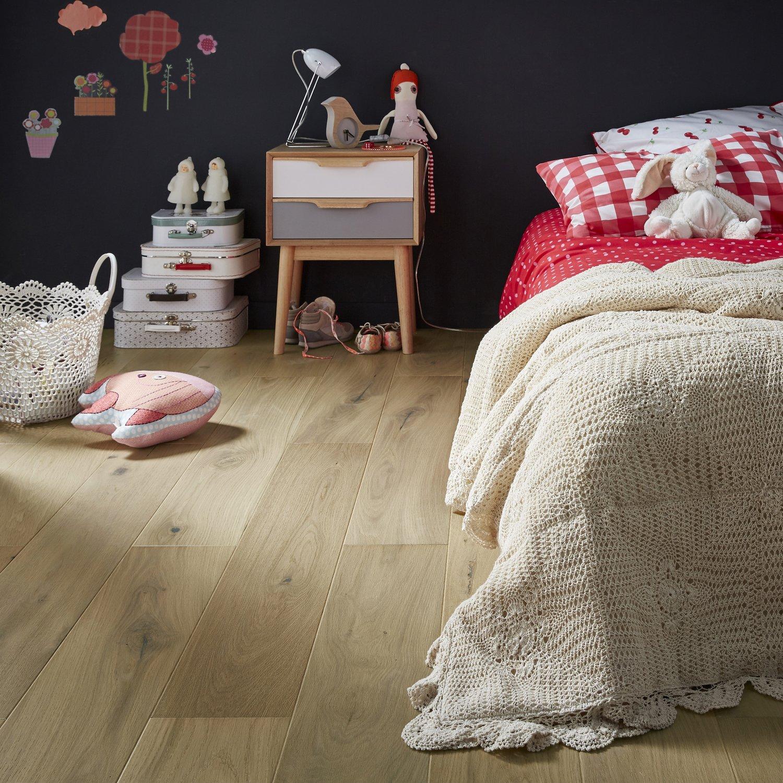 Le parquet en chêne naturel pour une belle chambre de petite ...