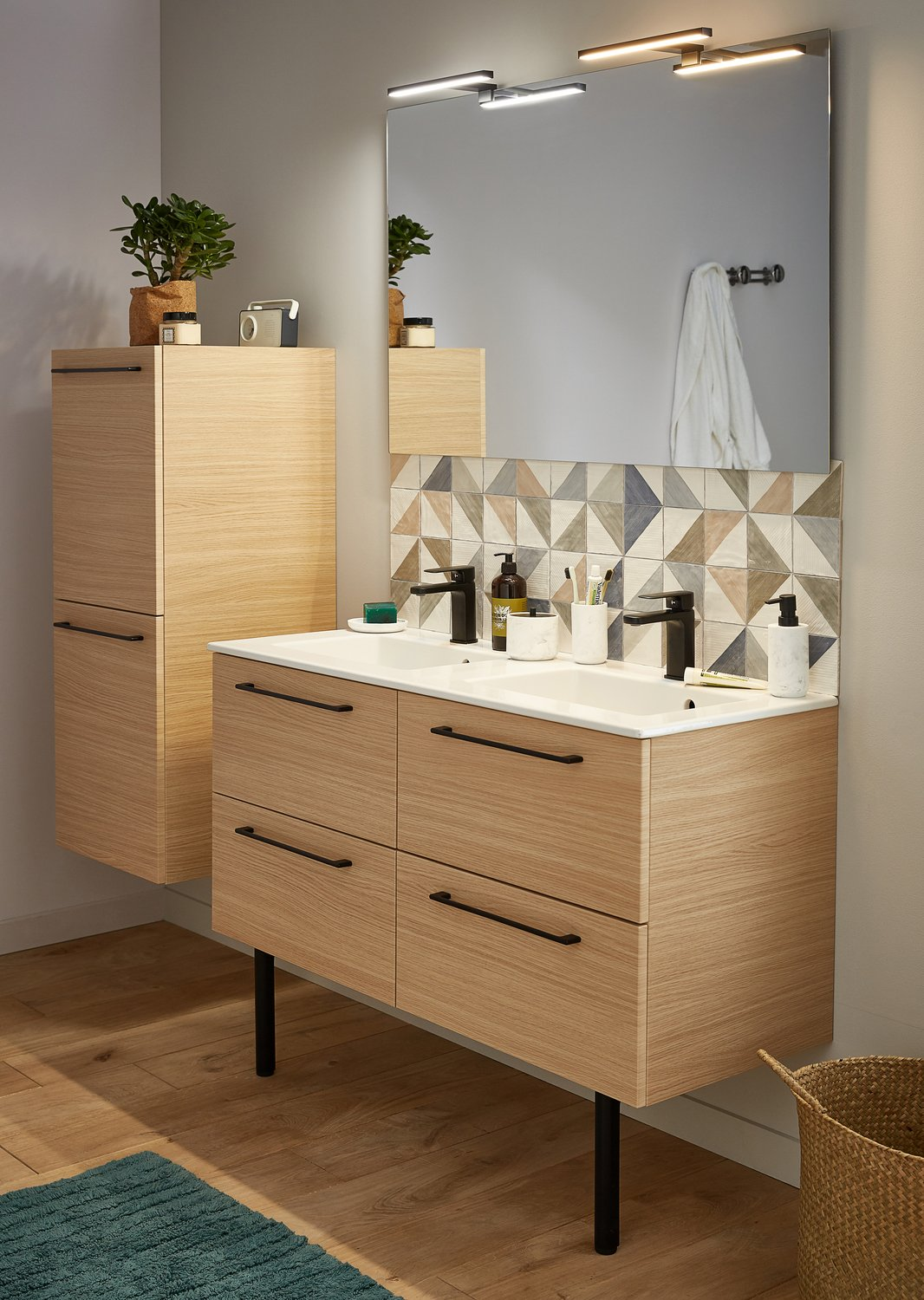 du noir pour personnaliser le mobilier de la salle de bain leroy merlin. Black Bedroom Furniture Sets. Home Design Ideas
