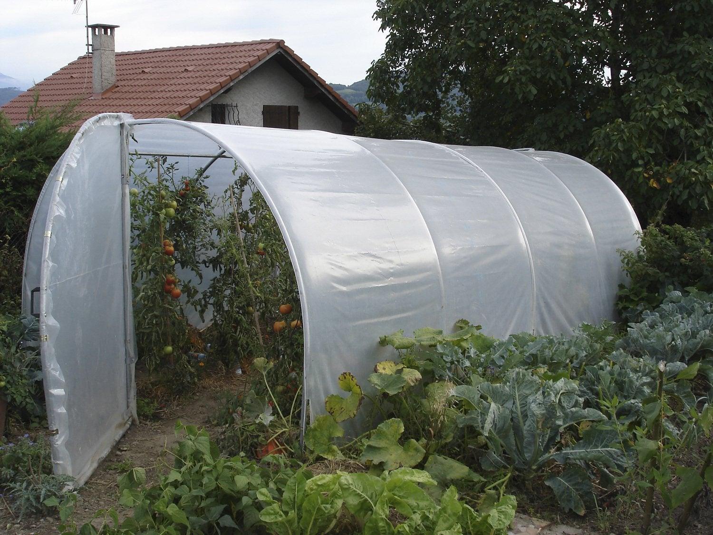 Du rangement pratique dans la cabane de jardin leroy merlin - Cabane rangement jardin ...