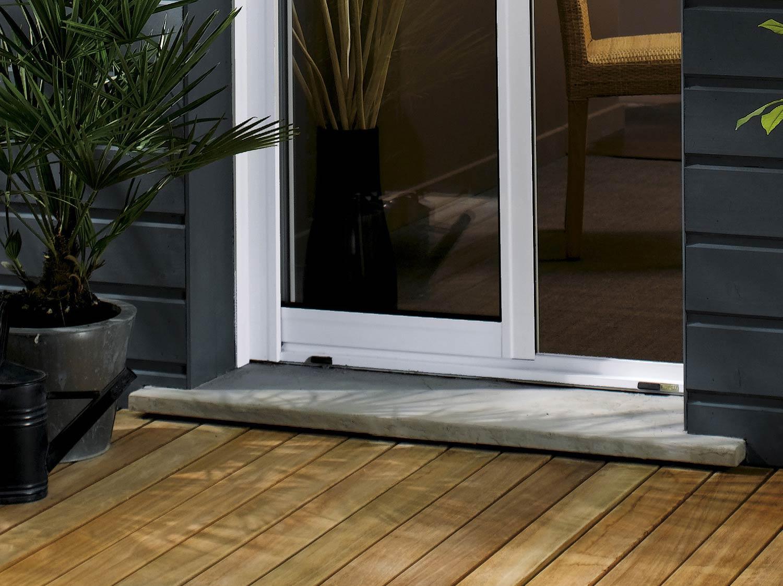Installer un appui de fenêtre ou un seuil de baie préfabriqué
