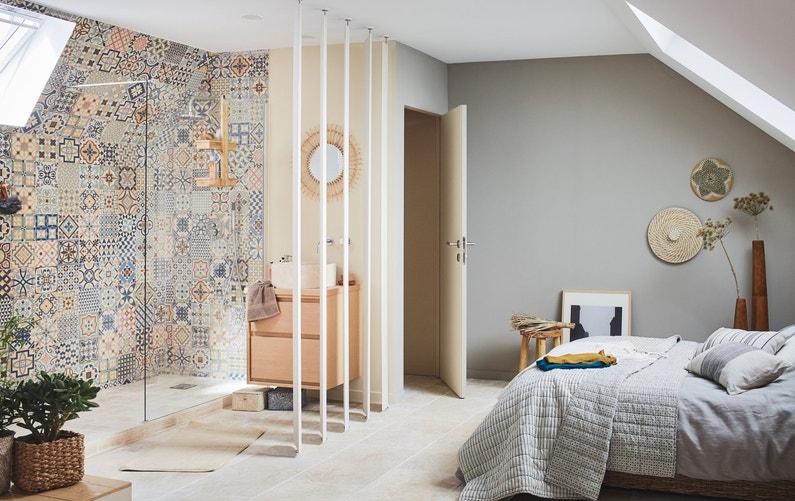 une salle de bains ouverte sur la chambre simple et pratique leroy merlin. Black Bedroom Furniture Sets. Home Design Ideas