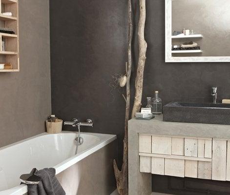 10 astuces qui changent tout dans la maison leroy merlin for Peinture sur carrelage salle de bain