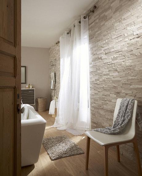 Donner plus de chaleur à la salle de bains avec des pierres de parement