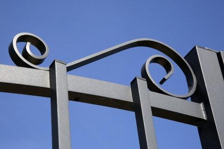 Zoom sur les détails du portail élégant de Stéphane à Boissey le Chatel