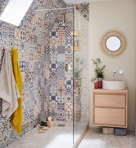 Une salle de bains sous les combles leroy merlin - Carrelage salle de bain douche italienne ...