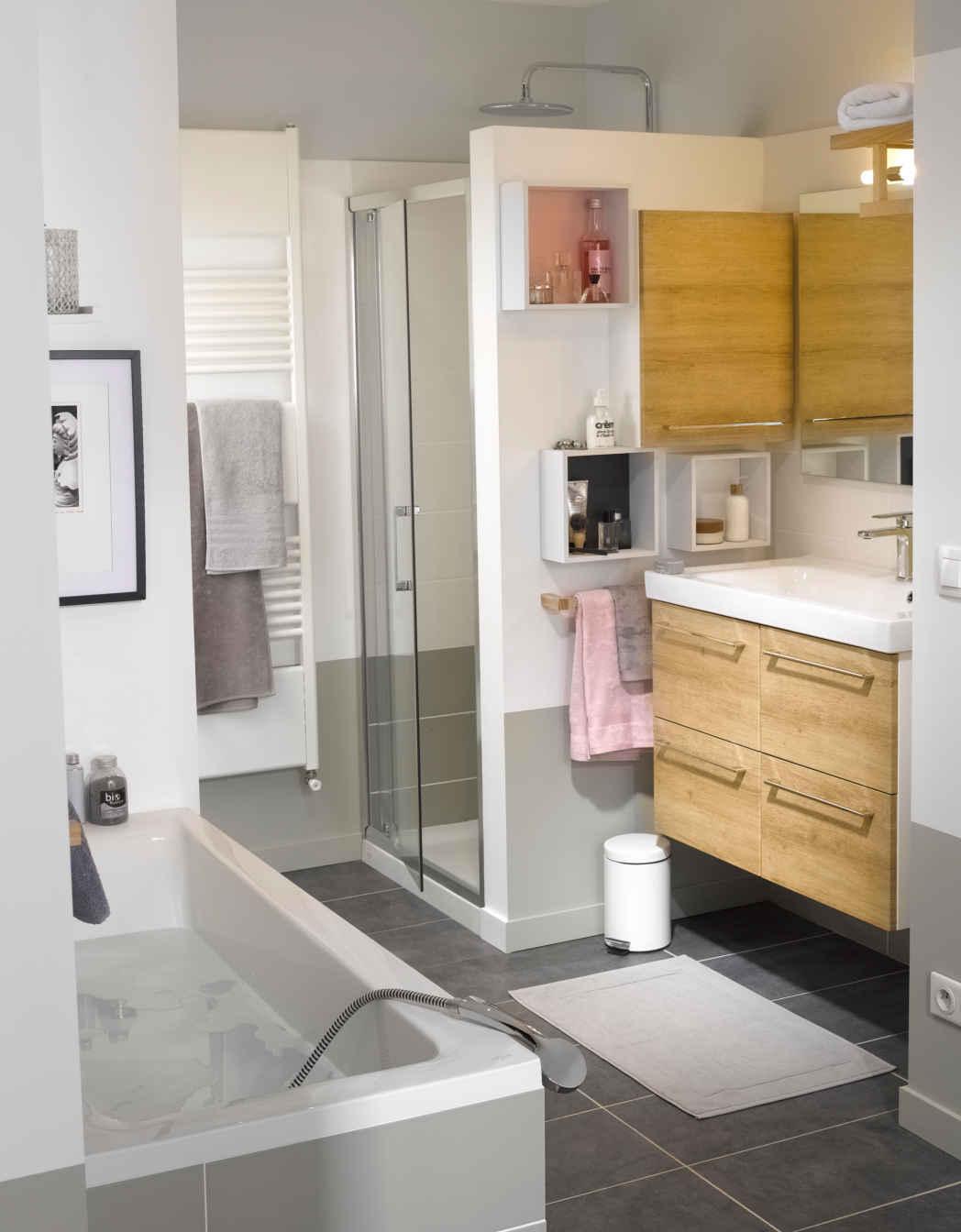 refaire une petite salle de bain elegant petite salle de bain idees deco moderne with refaire. Black Bedroom Furniture Sets. Home Design Ideas