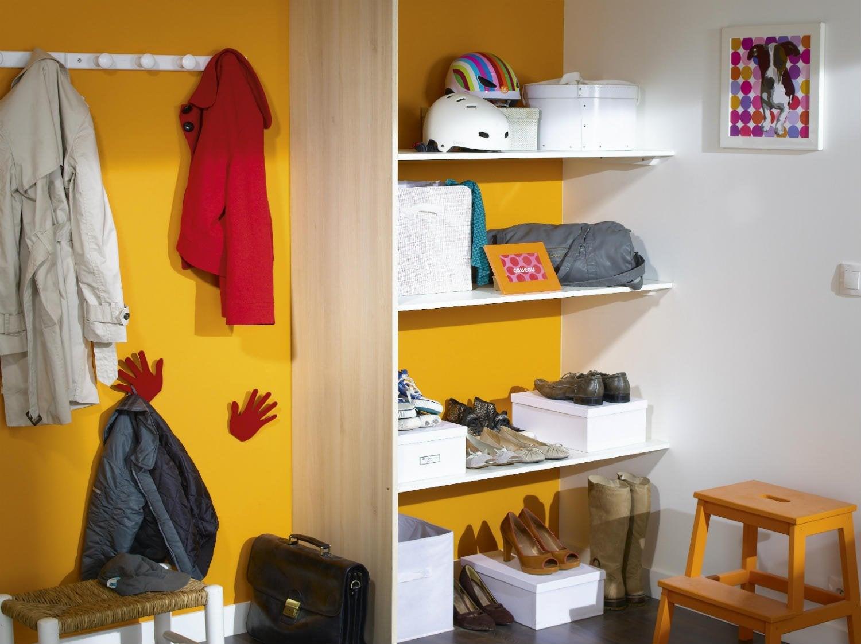 comment installer un placard de rangement sous pente leroy merlin. Black Bedroom Furniture Sets. Home Design Ideas