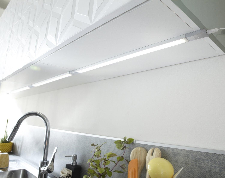 Votre cuisine mise en lumi re leroy merlin - Lumiere sous meuble de cuisine ...