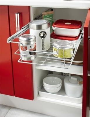 Tout savoir sur le rangement dans la cuisine leroy merlin for Panier coulissant pour meuble de cuisine