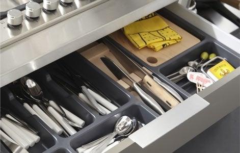 Tout savoir sur le rangement dans la cuisine leroy merlin for Rangement couverts tiroir cuisine