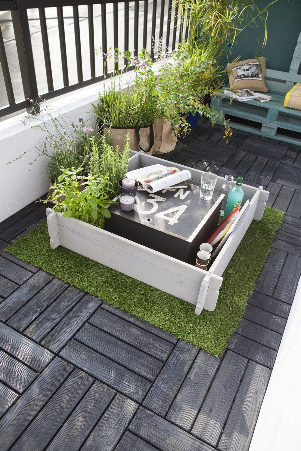 mini potager sur un balcon leroy merlin. Black Bedroom Furniture Sets. Home Design Ideas