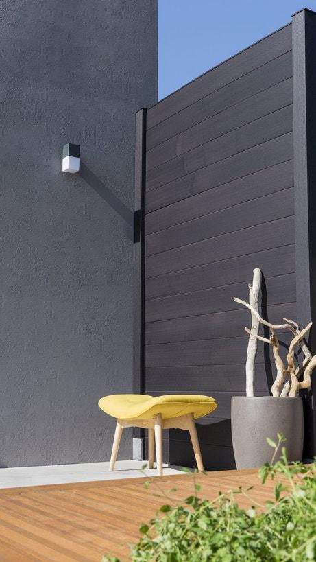 Une clôture moderne en accord avec votre terrasse