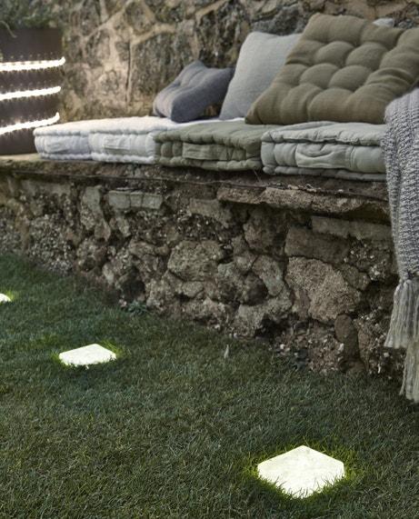 Des pavés lumineux dans votre jardin