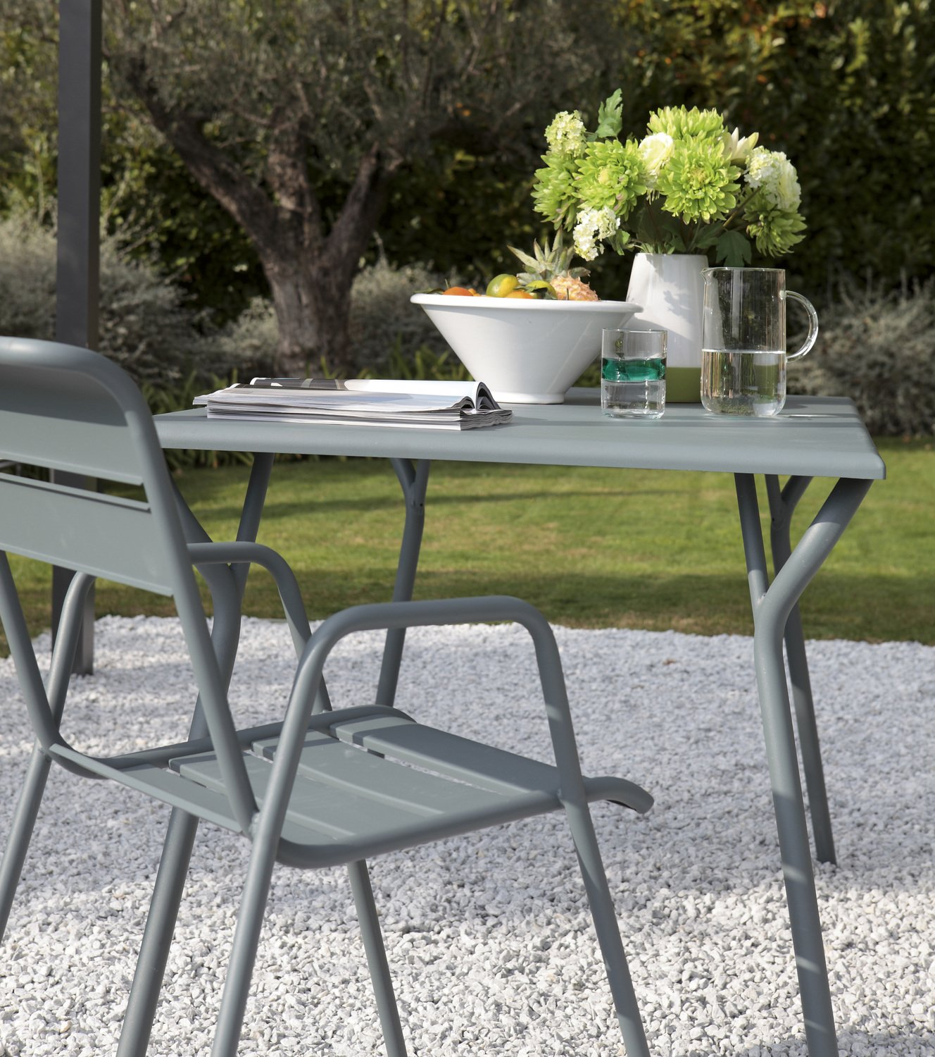 table et chaise de jardin fermob rectangulaire gris orange en acier leroy merlin. Black Bedroom Furniture Sets. Home Design Ideas