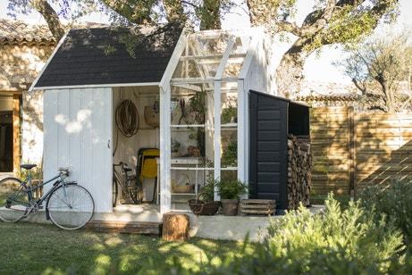 Une serre et un abri de jardin tout-en-un