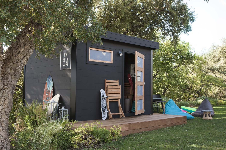 un abri de jardin en bois peint en noir leroy merlin. Black Bedroom Furniture Sets. Home Design Ideas