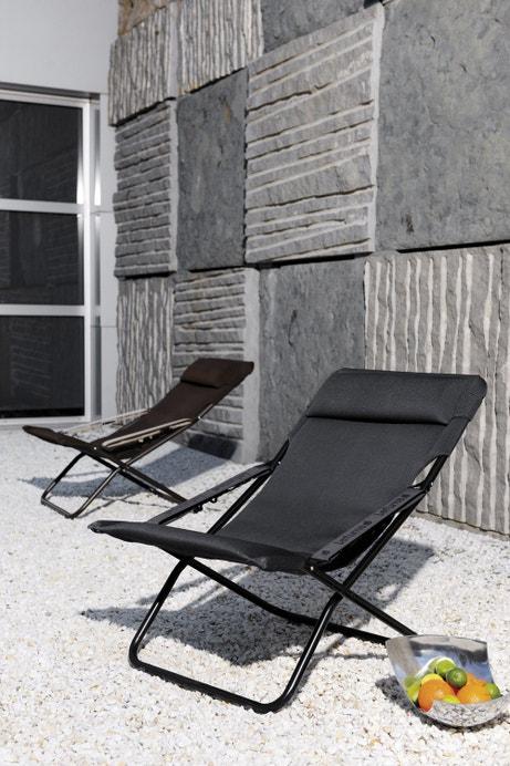 Du confort avec ces bains de soleil de jardin en acier