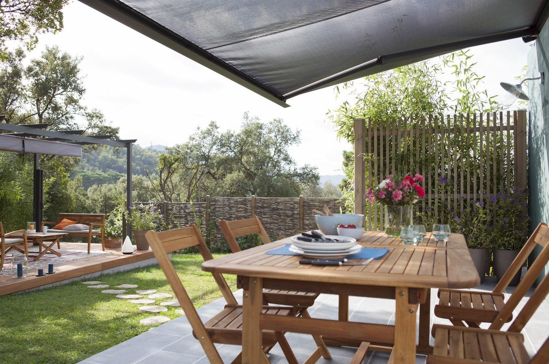 une tonnelle pour un coin d 39 ombre sur votre terrasse leroy merlin. Black Bedroom Furniture Sets. Home Design Ideas