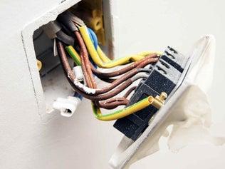 Le circuit électrique dans la salle de bains