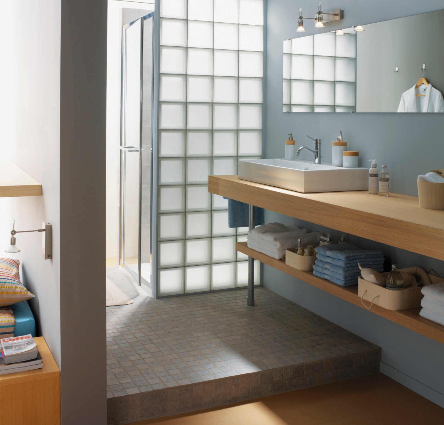 Tout savoir sur la salle de bains ouverte sur la chambre - Cloison pvc pour salle de bain ...