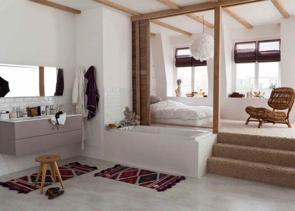 Tout savoir sur la salle de bains ouverte sur la chambre for Suite parentale avec salle de bain et dressing de luxe