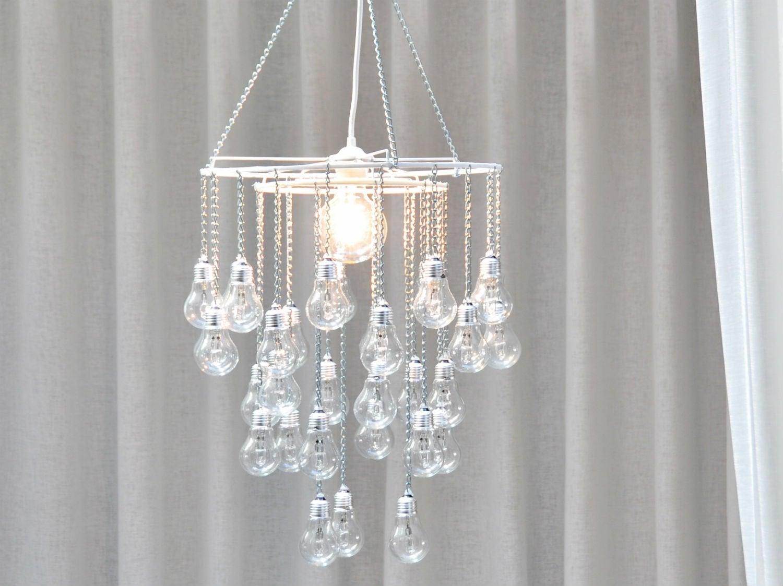 Diy recycler des vieilles ampoules et cr er un lustre pampilles leroy m - Pampilles plastique pour lustre ...