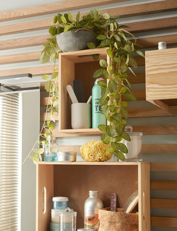 un mur tout en bois et caissons pour habiller la salle de bains leroy merlin. Black Bedroom Furniture Sets. Home Design Ideas