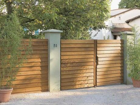 Bien choisir son portail leroy merlin for Portillon bois exterieur