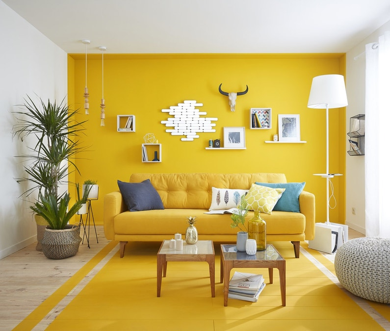 La couleur jaune au mur et au sol leroy merlin - Salon gris jaune ...
