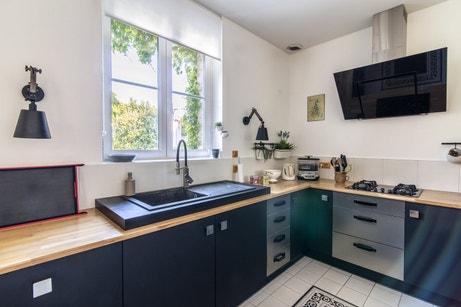 Mix des matières dans la cuisine de Fabrice et Isabelle à La Rochelle