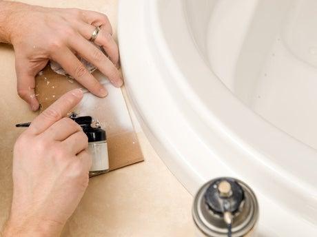 comment peindre une baignoire ? | leroy merlin - Peinture Pour Repeindre Une Baignoire